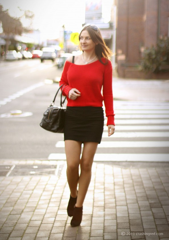 Marusya v, fashion blogger Australia, crashingred, fashion blog, red sweater, bright color trend, Witchery cropped top, styling slouchy top