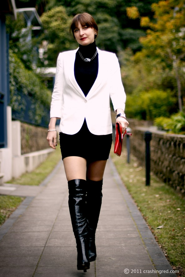 Styling clutch, corporate style, office attire, white blazer, mini skirt, crashingred, australia fashion blog