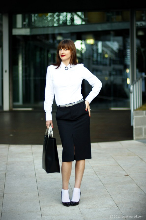 Business style, ideas for office wear, pencil skirt, how to wear midi, heels with socks, silver belt, red lipstick, australia fashion blog