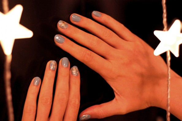 white christmas manicure, diy nails, blue nail polish, beauty blog sydney