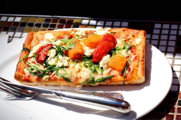 pizza in brunetti, melbourne food