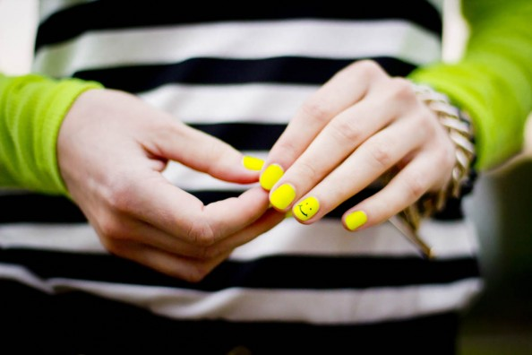 neon nails, neon nail art, nail polish trend