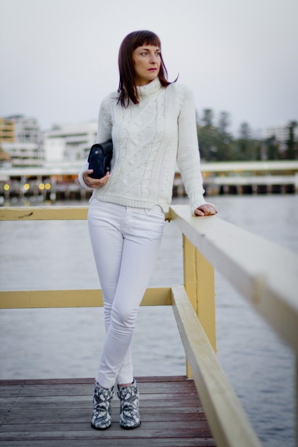 spring fashion trend, white on white, white skinny jeans, chic style, chunky knit, marcs clutch, sydney fashion blogger