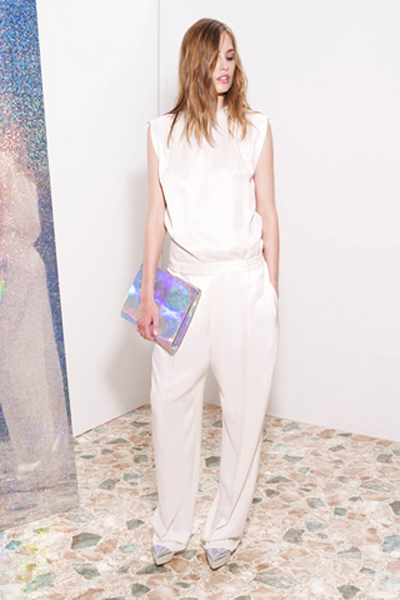 holographic clutch and all white look