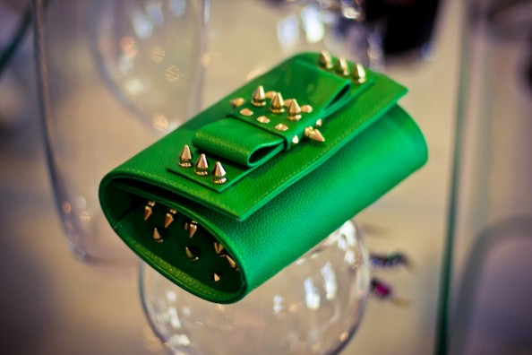 AILA Green Palm Spike Clutch