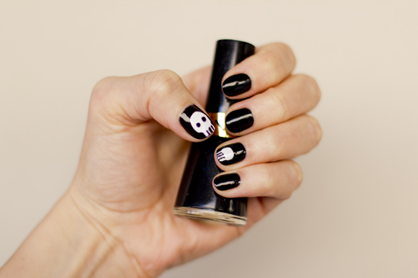 skulls halloween nails designs