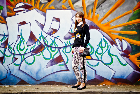 clashing prints outfit, brocade print pants