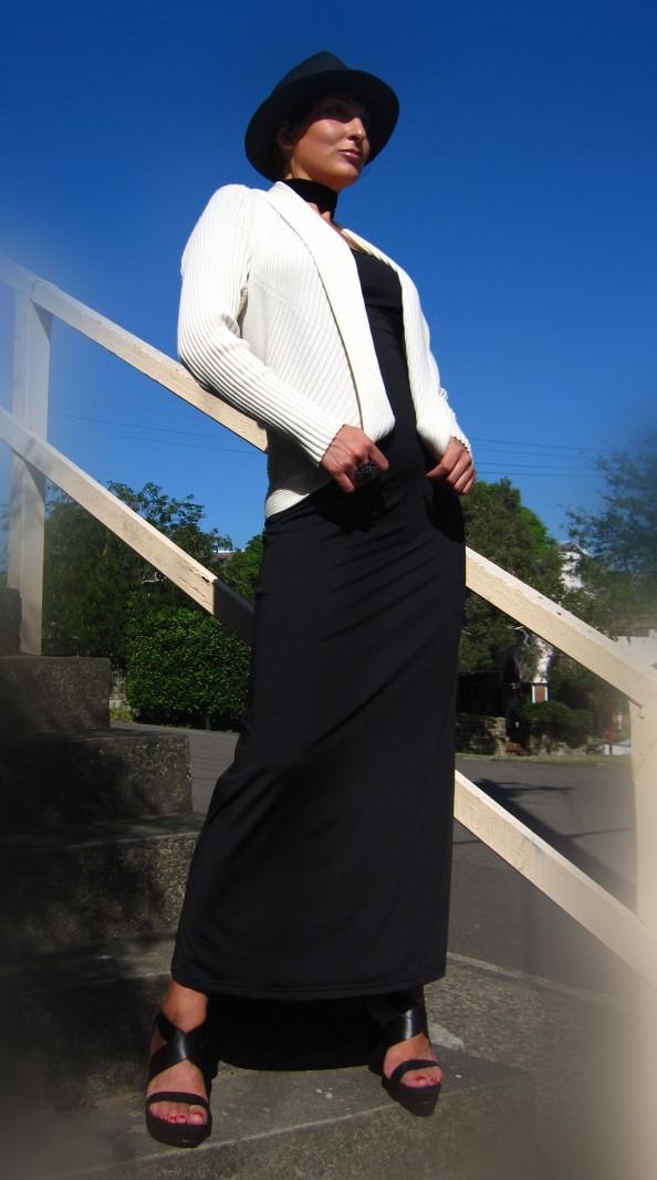 Black hat, white cardigan, black long dress, black choker, Crashingred, fashion blog, choker, Marusya V, Sydney blog