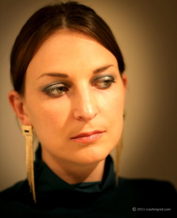 Makeup for green eyes, gold and green, new season makeup trend, smokey eye, long golden earrings, sydney beauty blog