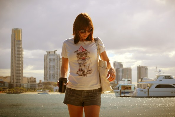 Gold coast holidays outfit, crashingred, fashion blog, t-shirt with a funny print, summer style