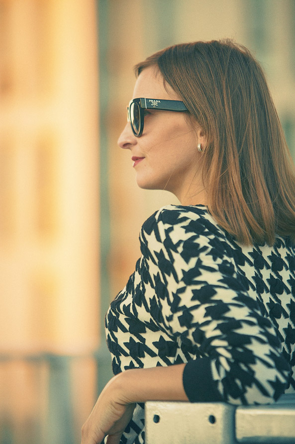 how to wear statement jumper