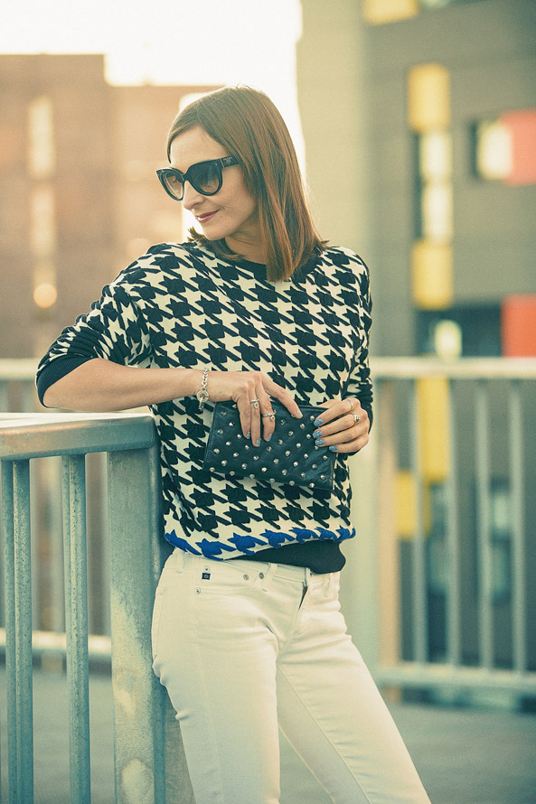 how to wear statement jumper, white jeans