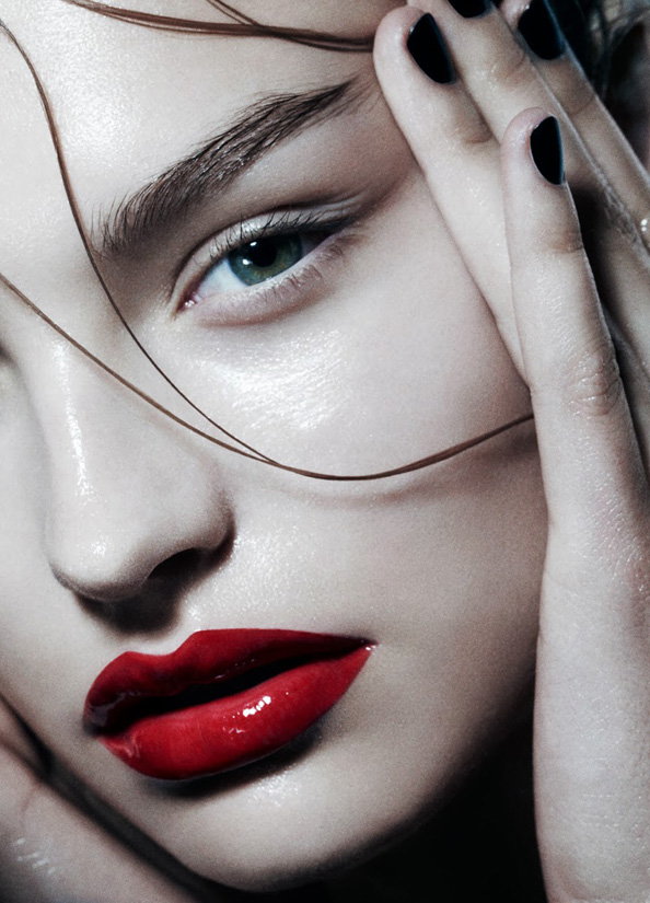glossy red lips